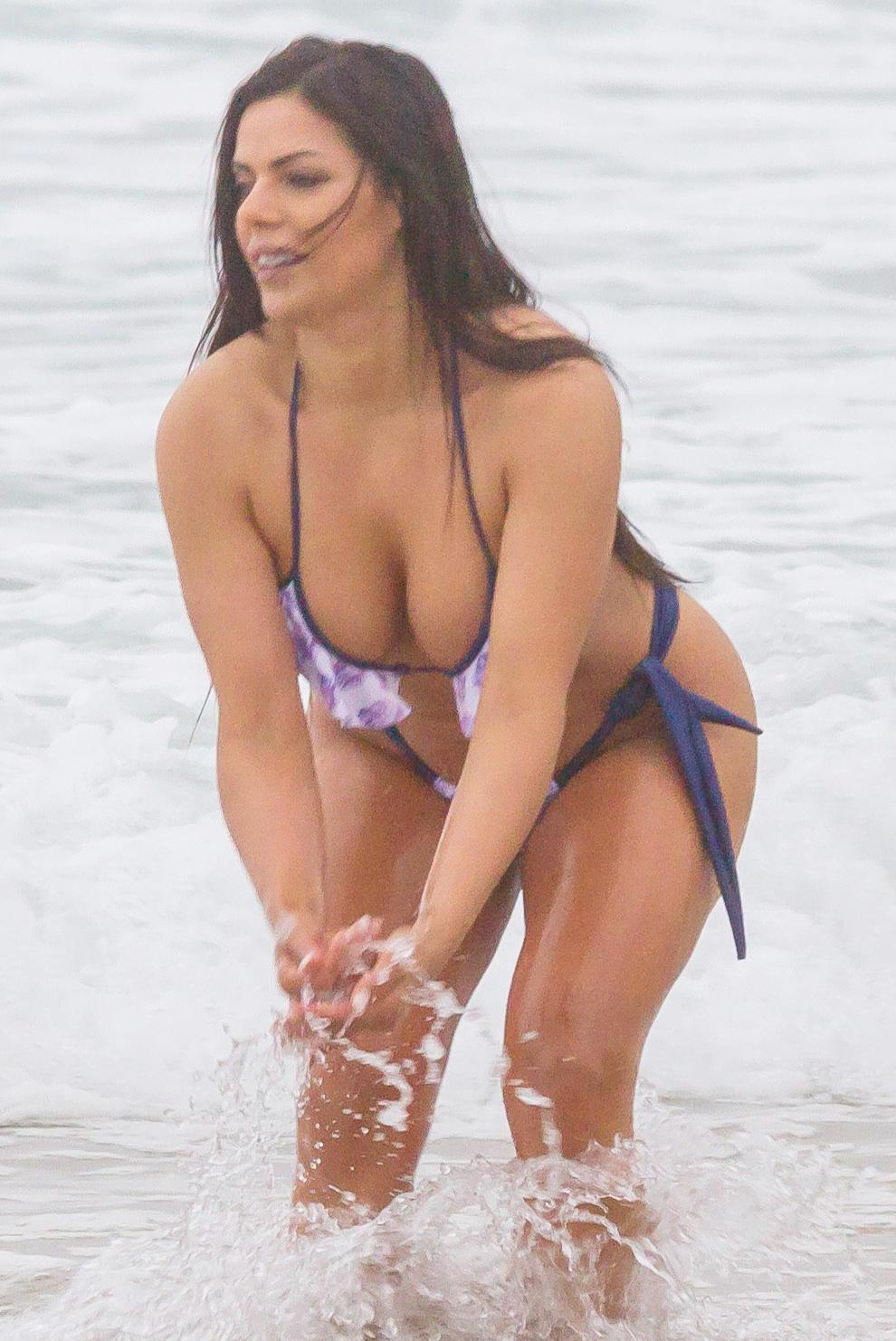 Girl masturbating pics