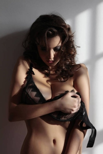 hot-babes-handbras 194d.jpg - 55.06 KB