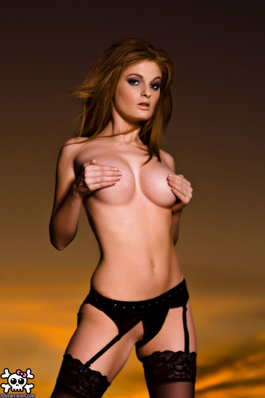 The Sexiest Hand Bras Photos Ever14vxef.jpg - 102.11 KB