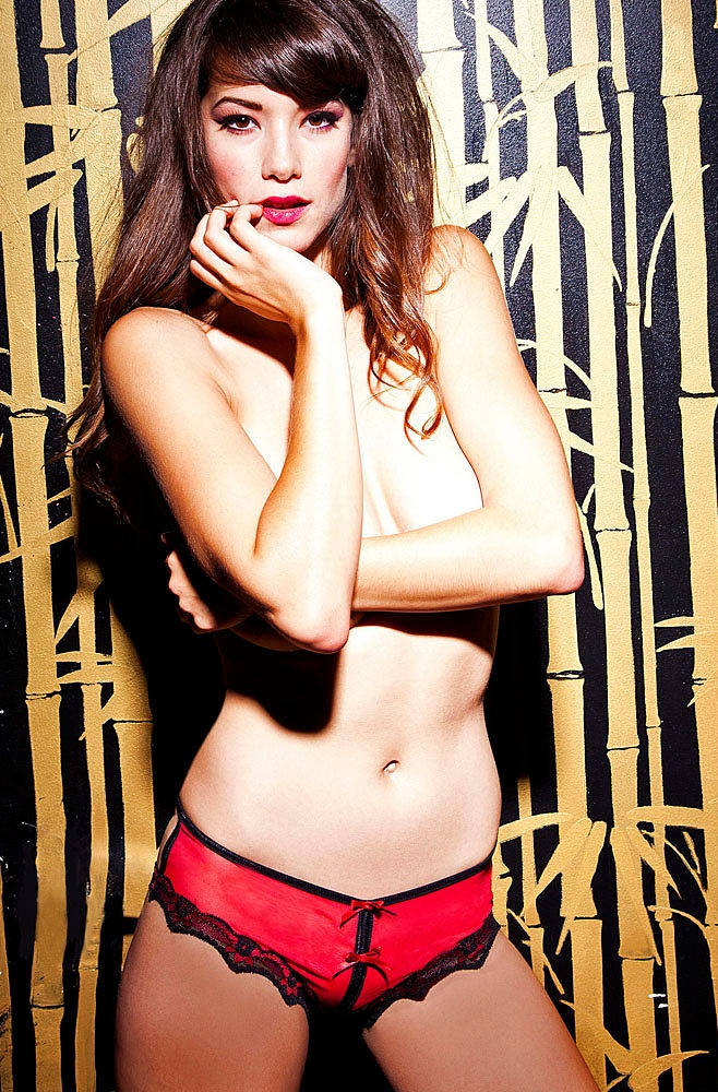 The Sexiest Hand Bras Photos Ever 03ren-young.jpg - 296.54 KB