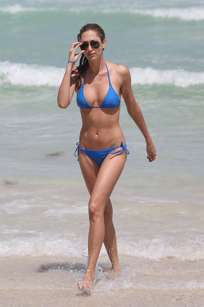 LAUREN-STONER-in-Blue-Bikini-on-a-Beach-in-Miami-10.jpg - 122.88 KB
