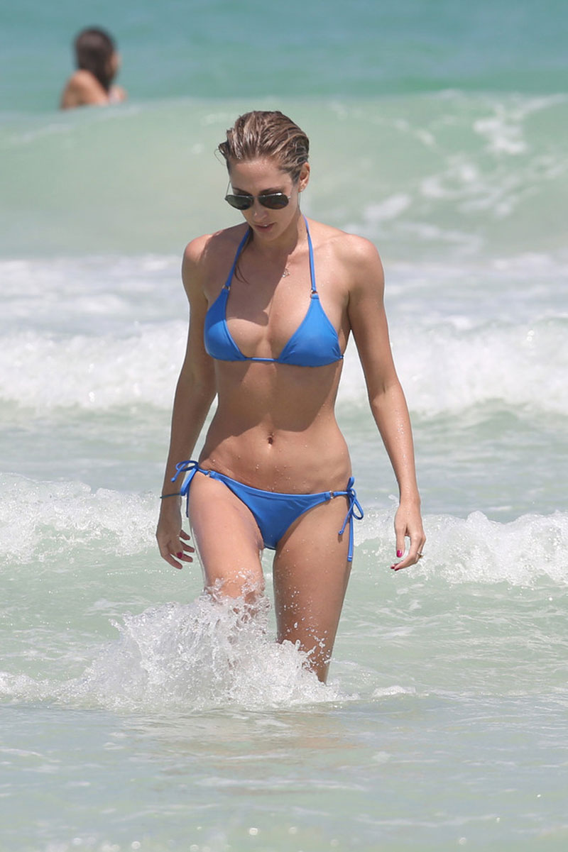 LAUREN-STONER-in-Blue-Bikini-on-a-Beach-in-Miami-11.jpg - 117.97 KB