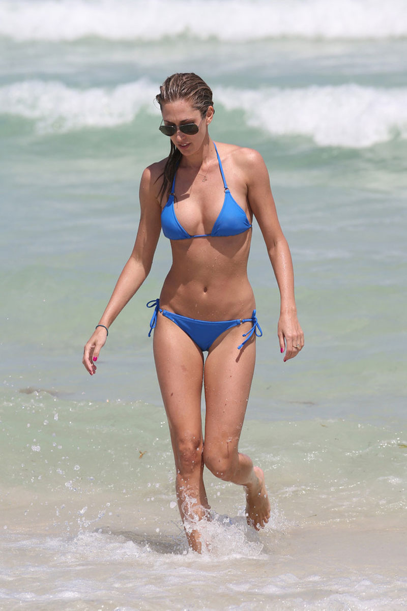 LAUREN-STONER-in-Blue-Bikini-on-a-Beach-in-Miami-12.jpg - 114.84 KB