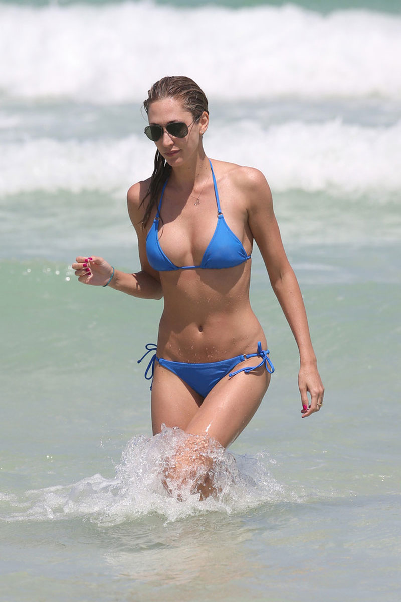 LAUREN-STONER-in-Blue-Bikini-on-a-Beach-in-Miami-14.jpg - 109.00 KB