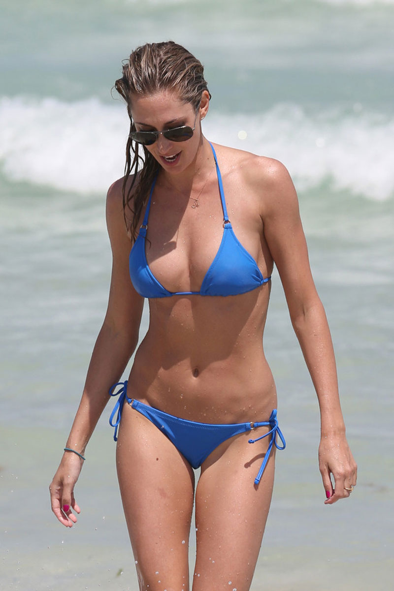 LAUREN-STONER-in-Blue-Bikini-on-a-Beach-in-Miami-17.jpg - 106.36 KB