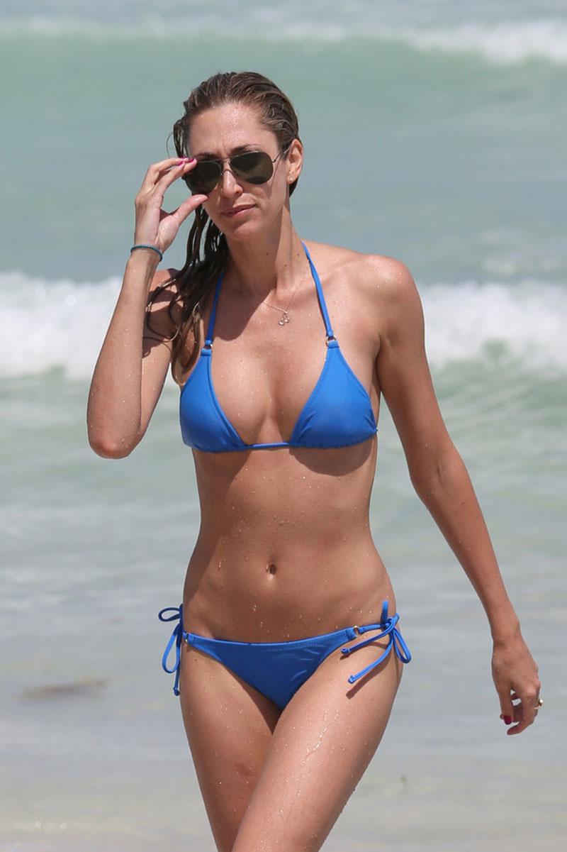 LAUREN-STONER-in-Blue-Bikini-on-a-Beach-in-Miami-18.jpg - 99.67 KB