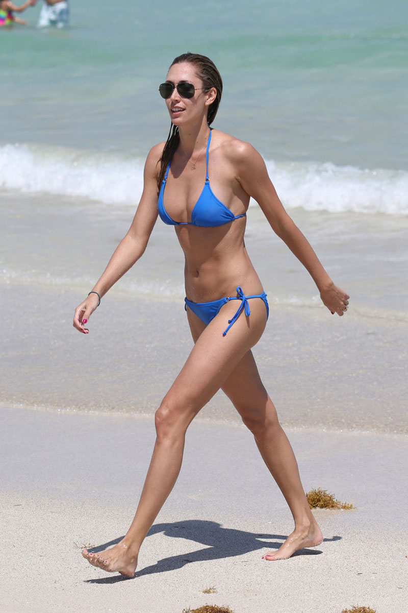 LAUREN-STONER-in-Blue-Bikini-on-a-Beach-in-Miami-4.jpg - 133.40 KB