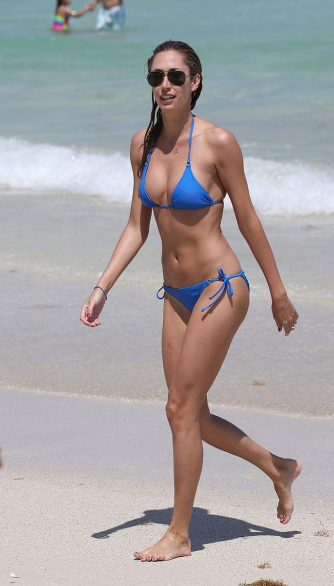 LAUREN-STONER-in-Blue-Bikini-on-a-Beach-in-Miami-5.jpg - 168.59 KB