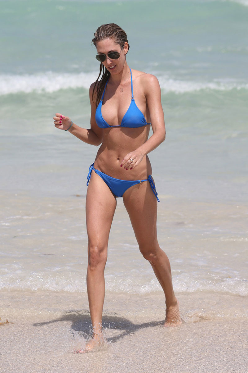LAUREN-STONER-in-Blue-Bikini-on-a-Beach-in-Miami-7.jpg - 130.89 KB