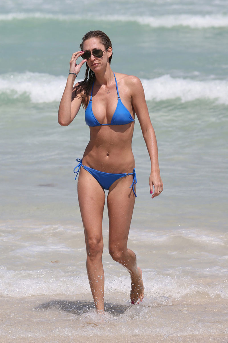 LAUREN-STONER-in-Blue-Bikini-on-a-Beach-in-Miami-8.jpg - 130.50 KB