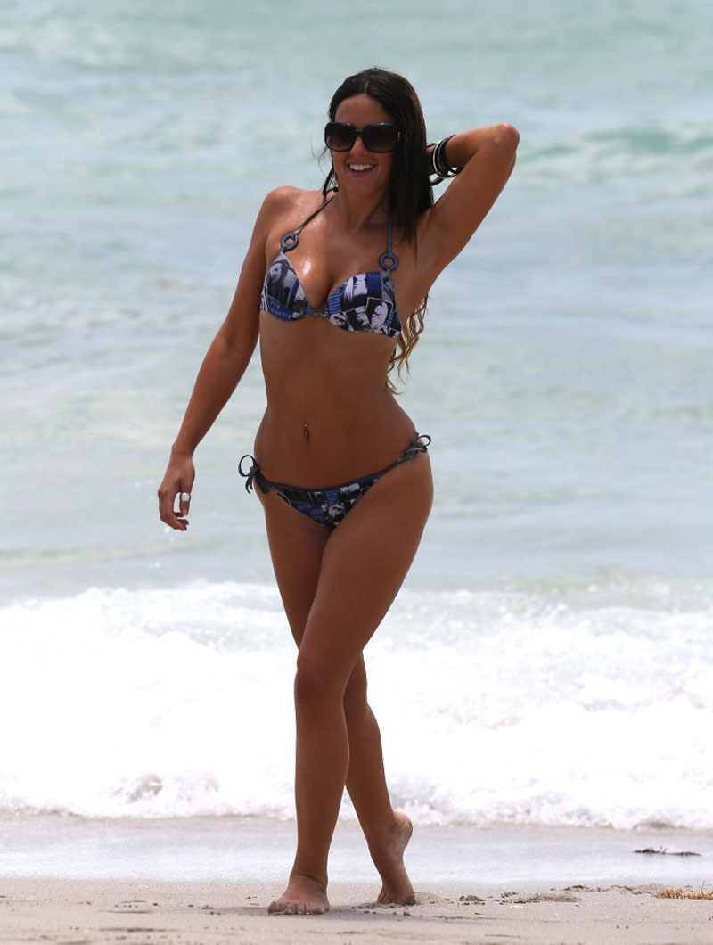 CLAUDIA-ROMANI-in-Bikini-on-the-Beach-in-Miami-3.jpg - 88.06 KB