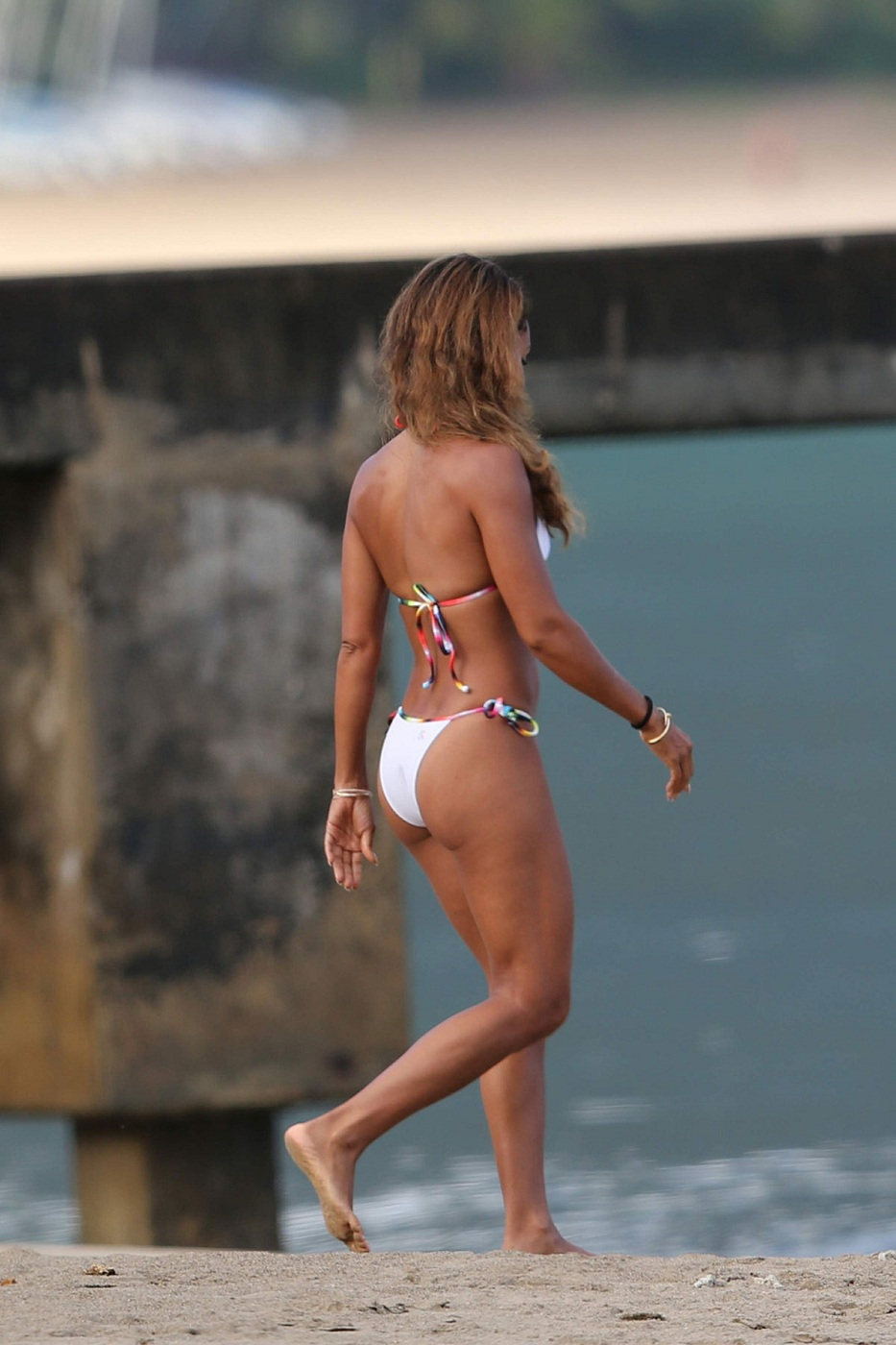 JADA-PINKETT-SMITH-in-Bikini-at-a-Beach-in-Hawaii-13.jpg - 234.02 KB