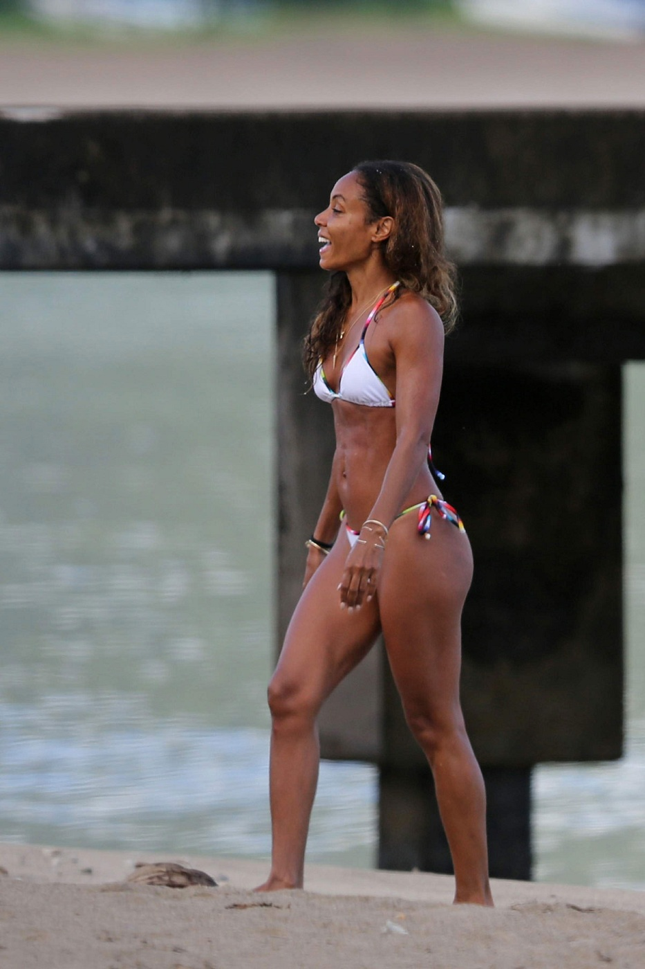 JADA-PINKETT-SMITH-in-Bikini-at-a-Beach-in-Hawaii-15.jpg - 218.29 KB