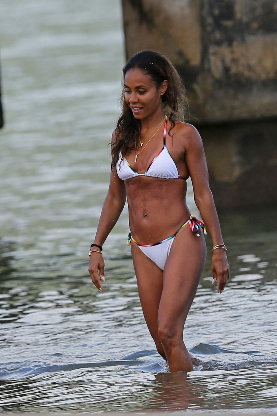 JADA-PINKETT-SMITH-in-Bikini-at-a-Beach-in-Hawaii-6.jpg - 332.43 KB