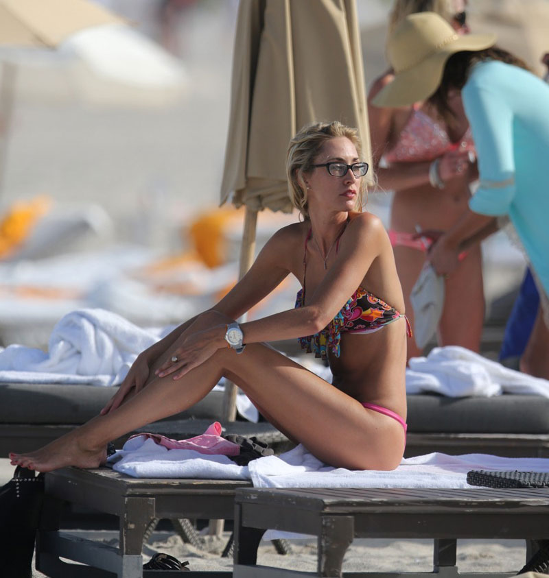 LAUREN-STONER-in-Bikini-at-a-Beach-in-Miami-6.jpg - 94.62 KB