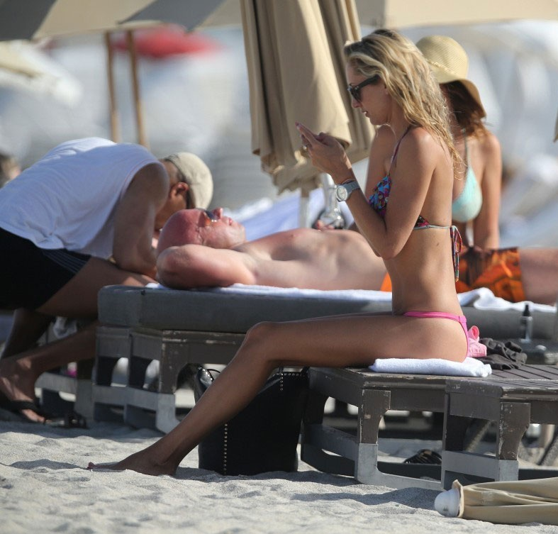 LAUREN-STONER-in-Bikini-at-a-Beach-in-Miami-8.jpg - 142.82 KB