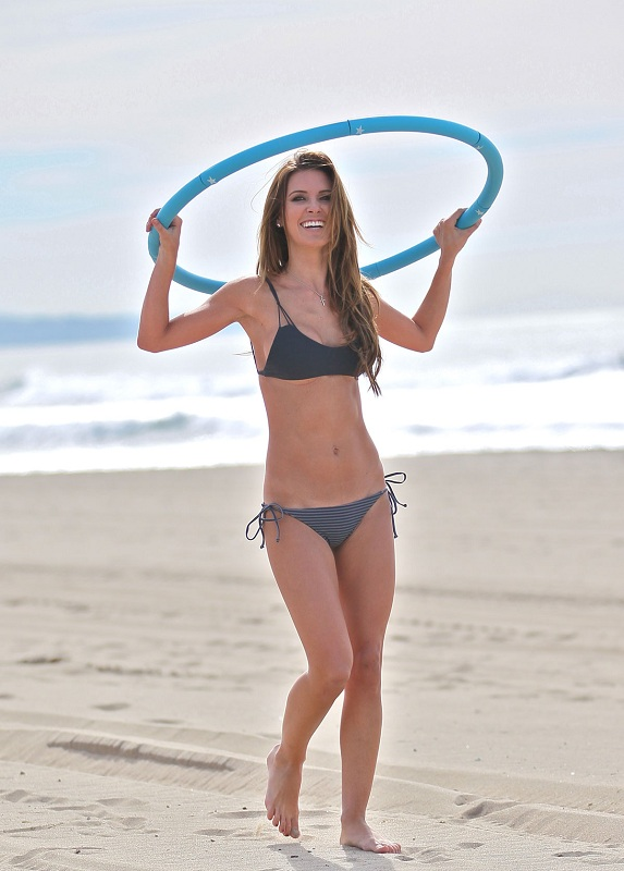 AUDRINA-PATRIDGE-in-Bikini-on-the-Beach-in-Los-Angeles-13.jpg - 103.20 KB