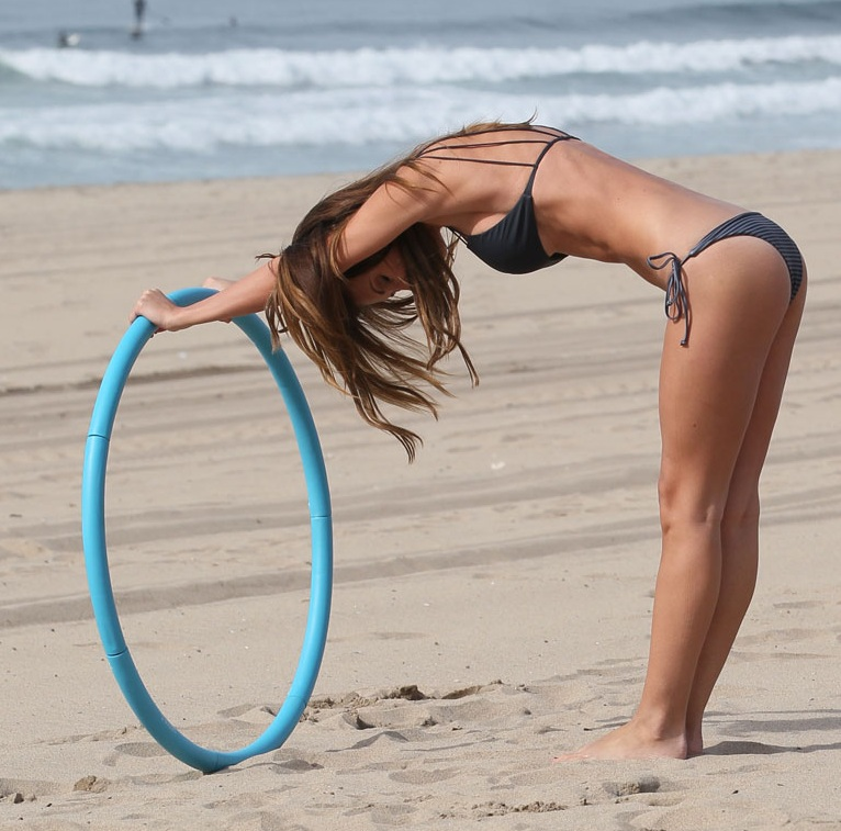 AUDRINA-PATRIDGE-in-Bikini-on-the-Beach-in-Los-Angeles-21.jpg - 152.14 KB
