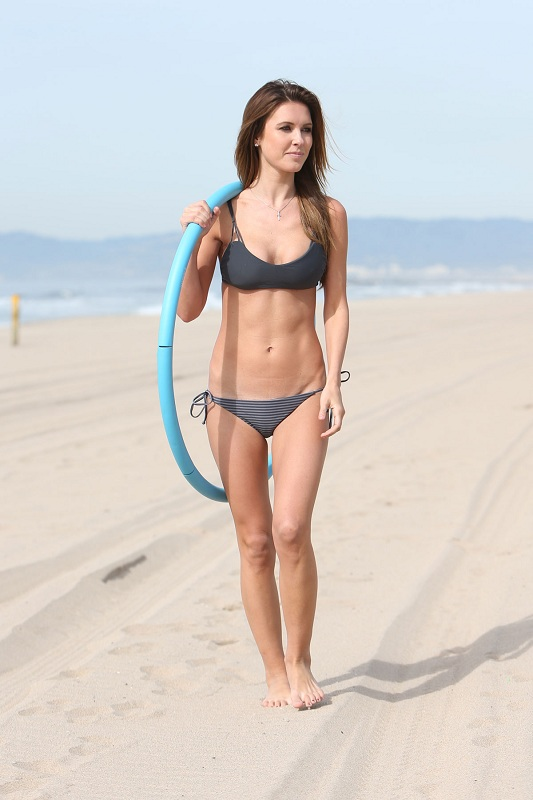 AUDRINA-PATRIDGE-in-Bikini-on-the-Beach-in-Los-Angeles-28.jpg - 85.80 KB