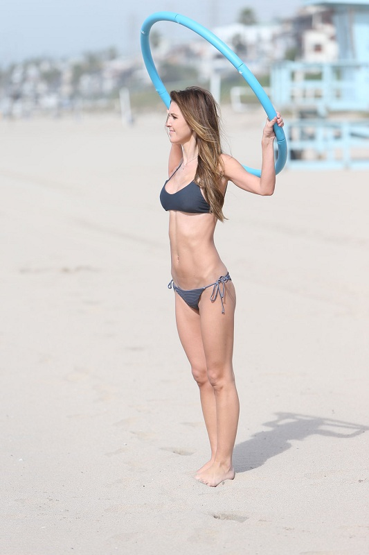 AUDRINA-PATRIDGE-in-Bikini-on-the-Beach-in-Los-Angeles-5.jpg - 83.18 KB