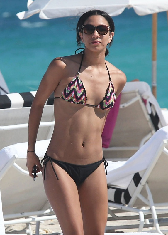 CORINNE-BISHOP-in-Bikini-at-a-Beach-in-Miami-8.jpg - 112.79 KB