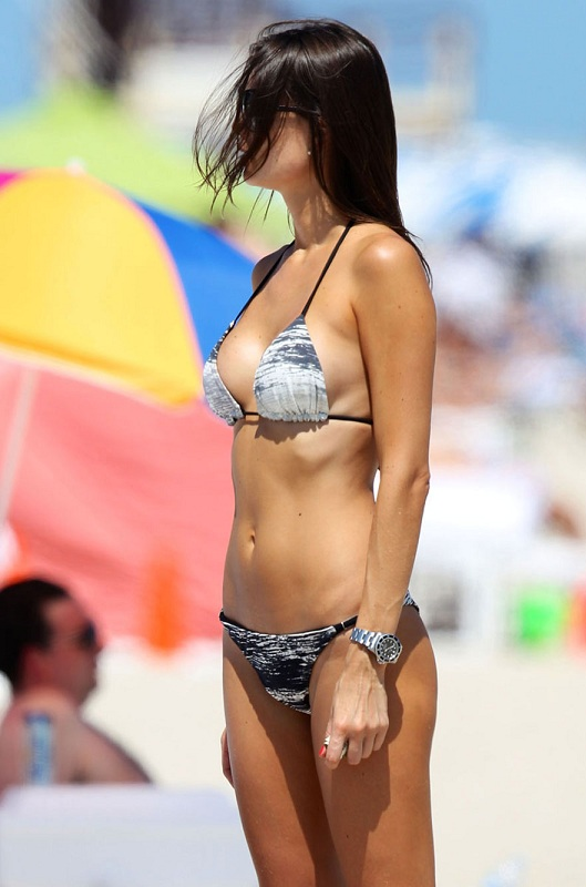 JULIA-PEREIRA-in-Bikini-on-a-Beach-in-Miami-5.jpg - 93.84 KB