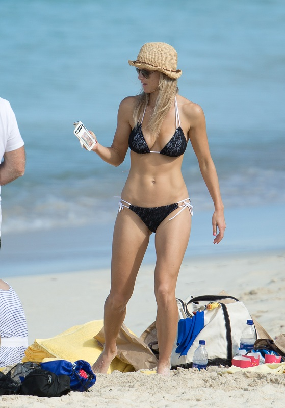 Elin_Nordegren_on_the_beach_Bahamas-6.jpg - 116.81 KB
