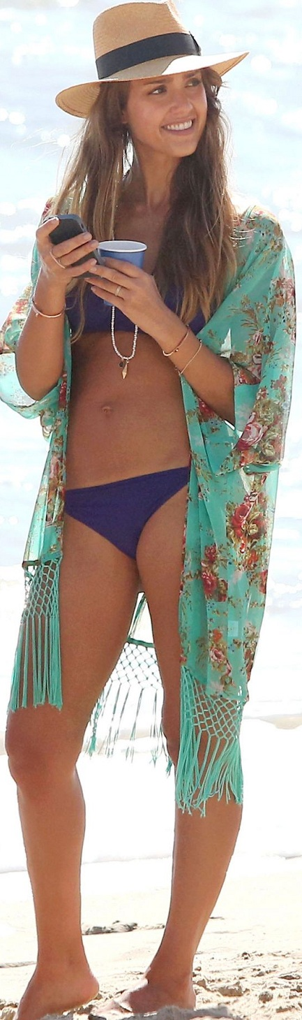 jessica-alba-in-bikini-on-the-beach-in-malibu_4.jpg - 192.17 KB