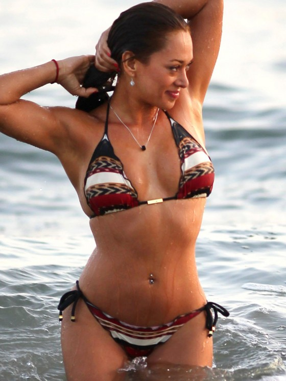 Fernanda-Marin-Bikini-Candids-on-the-Beach-in-Malibu-06.jpg - 82.73 KB