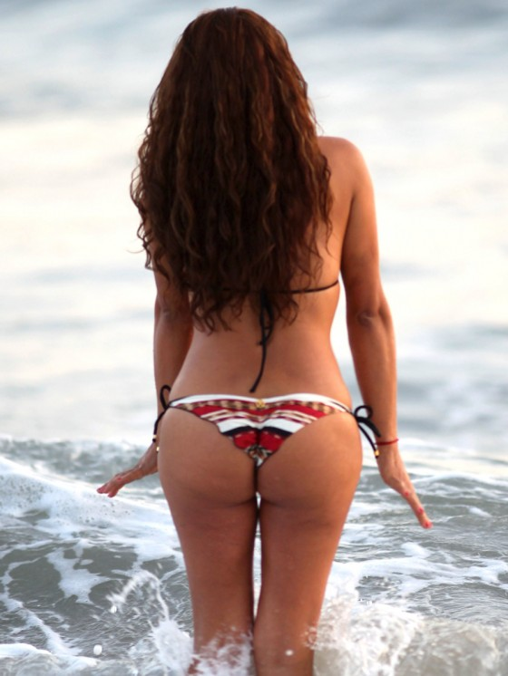 Fernanda-Marin-Bikini-Candids-on-the-Beach-in-Malibu-9.jpg - 71.17 KB