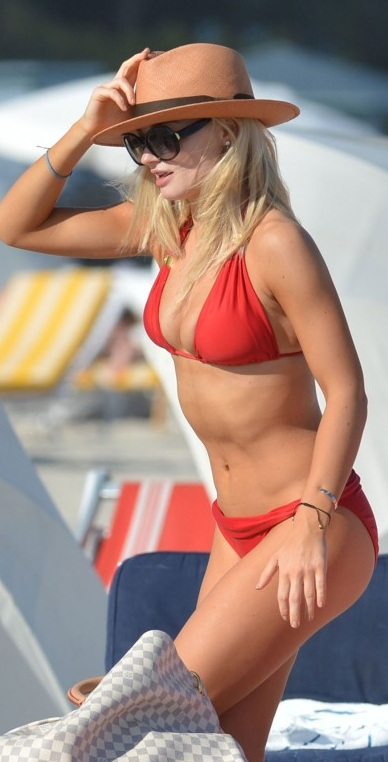EMMA-RIGBY-in-Bikini-in-Miami-Beach.jpg - 78.73 KB