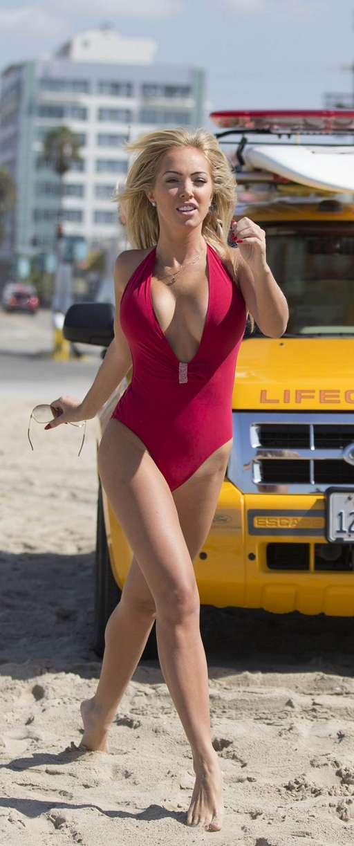 aisleyne-horgan-wallace-in-swimsuit-at-baywatch-workout-in-los-angeles_10.jpg - 172.80 KB