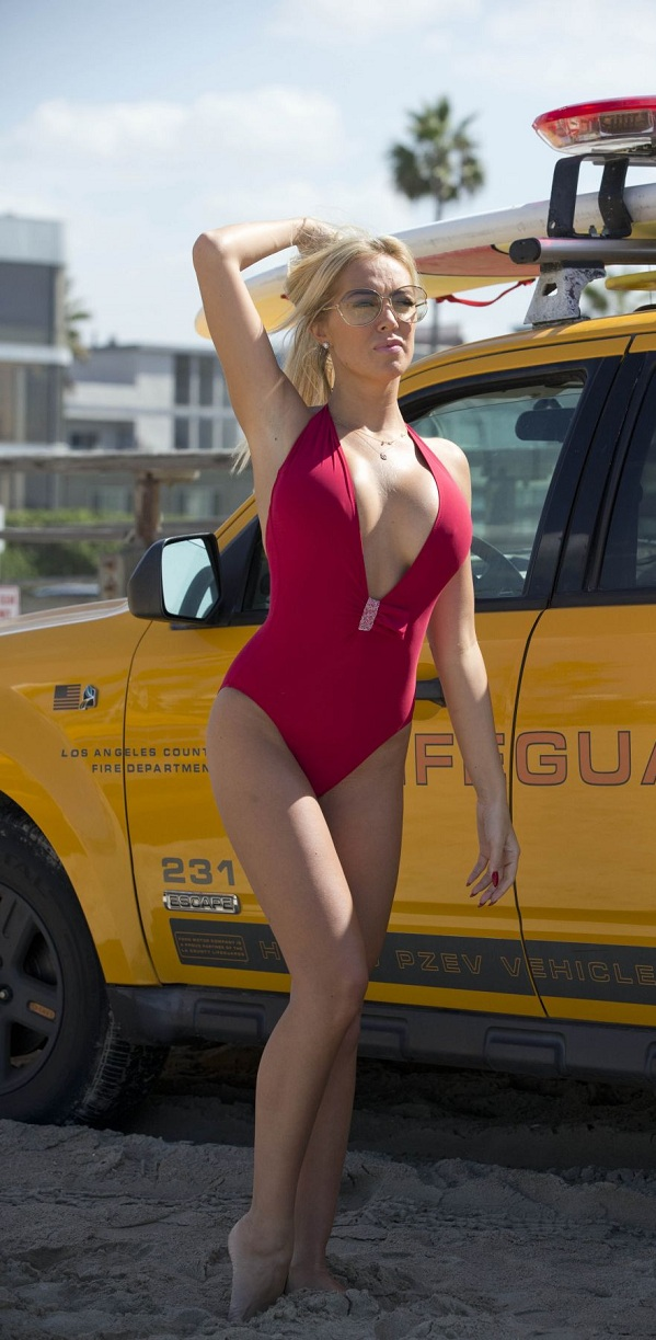 aisleyne-horgan-wallace-in-swimsuit-at-baywatch-workout-in-los-angeles_11.jpg - 185.14 KB