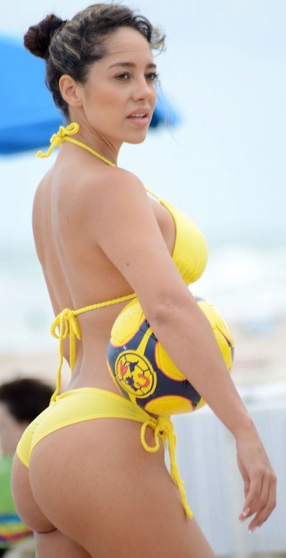 andrea-calle-hot-yellow-bikini-miami-beach.jpg - 60.88 KB