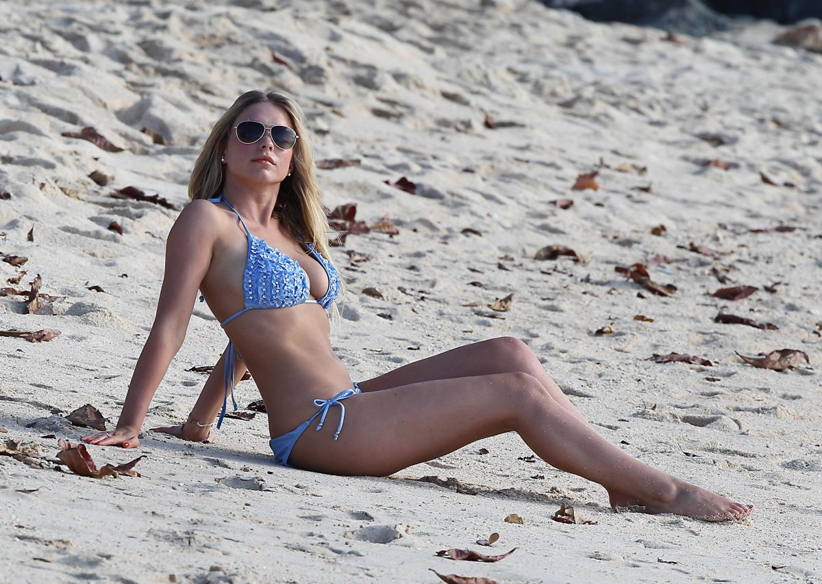 april-summers-i-bikini-at-a-beach-on-holiday-in-barbados_25.jpg - 211.75 KB