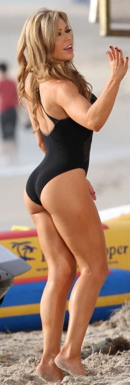 claudia-molina-black-bathing-suit-0.jpg - 60.88 KB