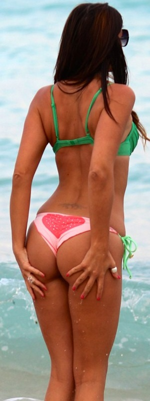 claudia_romani_in_a_watermelon_colored_bikini_in_miami-.jpg - 64.99 KB