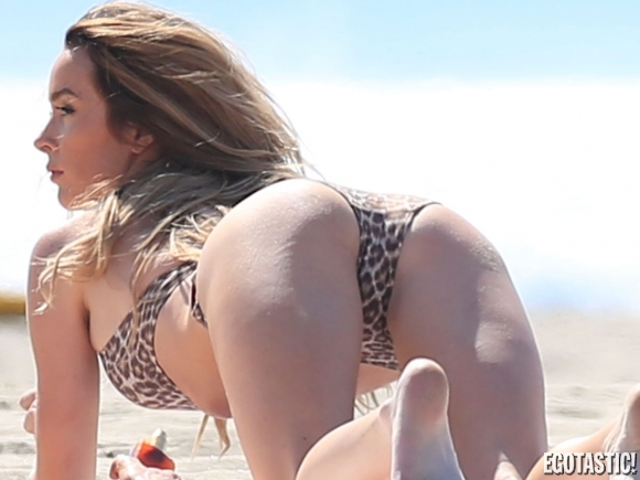courtney-bingham-bikini-malfunction-on-the-beach-in-malibu-01-580x435.jpg - 140.81 KB