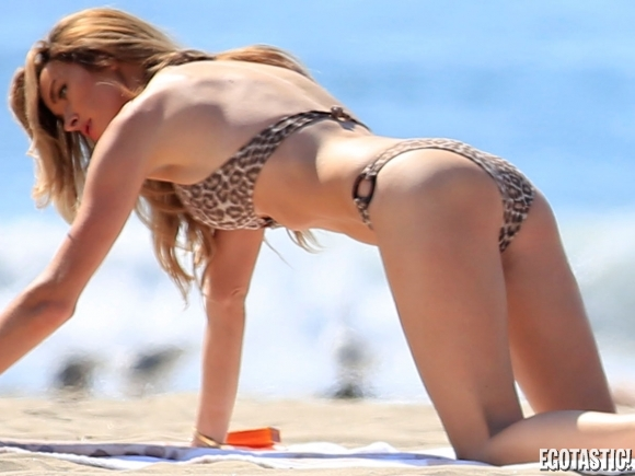courtney-bingham-bikini-malfunction-on-the-beach-in-malibu-08-580x435.jpg - 149.50 KB