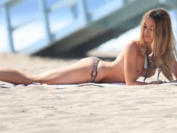 courtney-bingham-leopard-bikini-on-the-beach-in-malibu-9.jpg - 46.43 KB