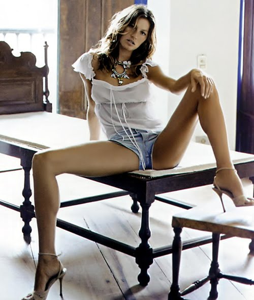 gisele-bundchen-on-the-table.jpg - 50.72 KB