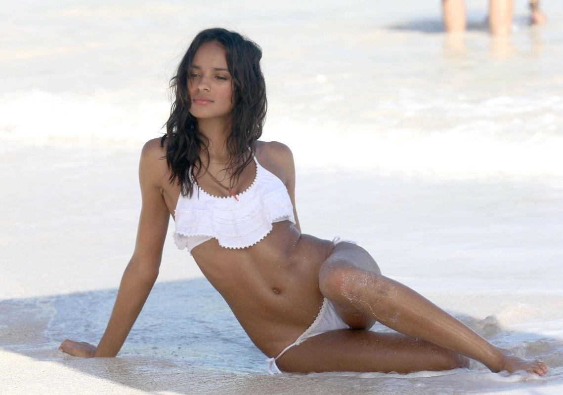 gracie-carvalho-victoria-s-secret-photoshoot-in-st.-barts_16.jpg - 122.25 KB