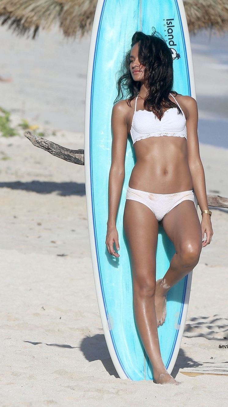 gracie-carvalho-victoria-s-secret-photoshoot-in-st.-barts_3.jpg - 259.67 KB