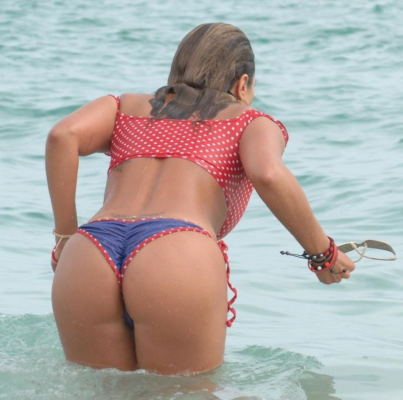 jennifer-nicole-lee-in-bikini-at-a-beach-and-pool-in-miami_10.jpg - 154.06 KB
