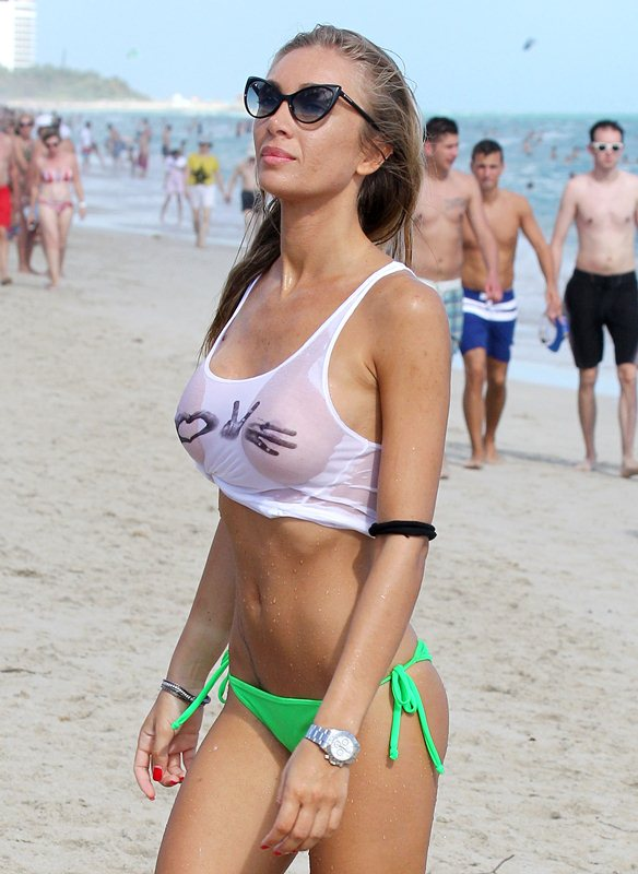 Laura-Cremaschi_Wet_T_Shirt_Miami_Beach_3.jpg - 88.69 KB