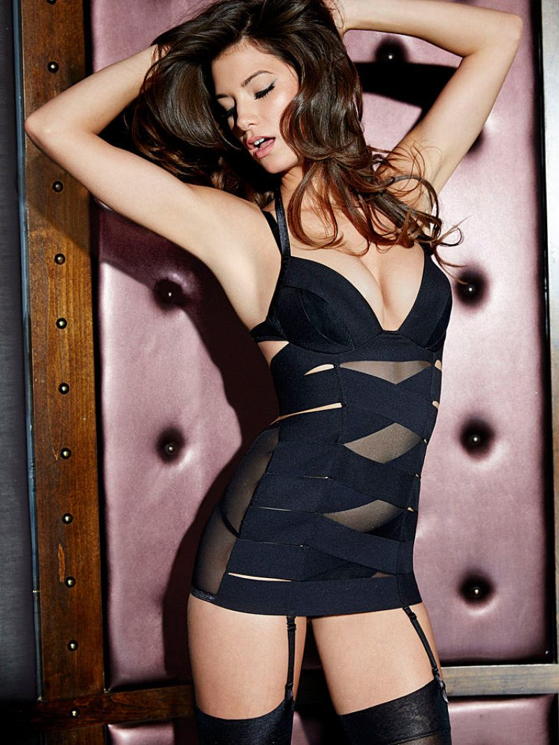 Lauren-Young-for-Fredericks-of-Hollywood-Lingerie-2014--14.jpg - 144.55 KB