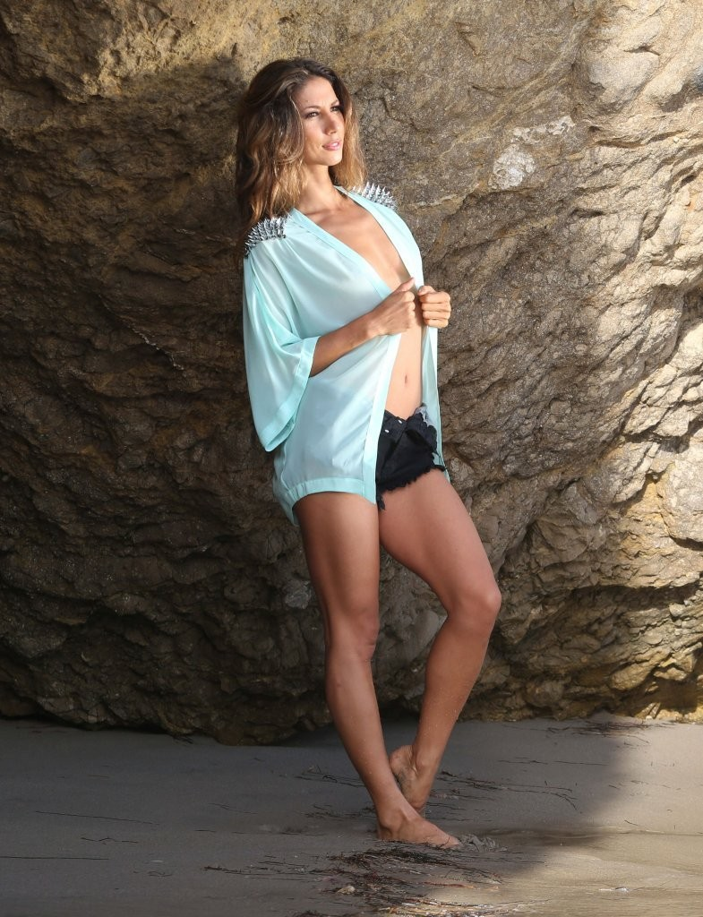 Leilani Dowding on a photoshoot in Malibu_082213_12.jpg - 210.40 KB