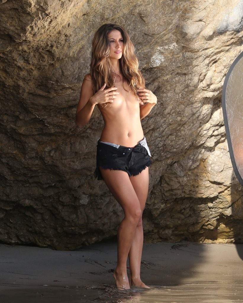 Leilani Dowding on a photoshoot in Malibu_082213_14.jpg - 227.80 KB