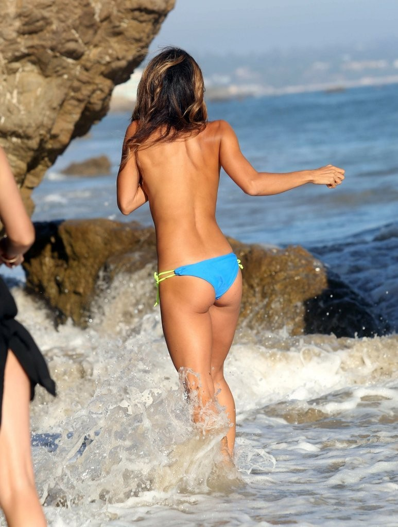 Leilani Dowding on a photoshoot in Malibu_082213_15.jpg - 145.30 KB