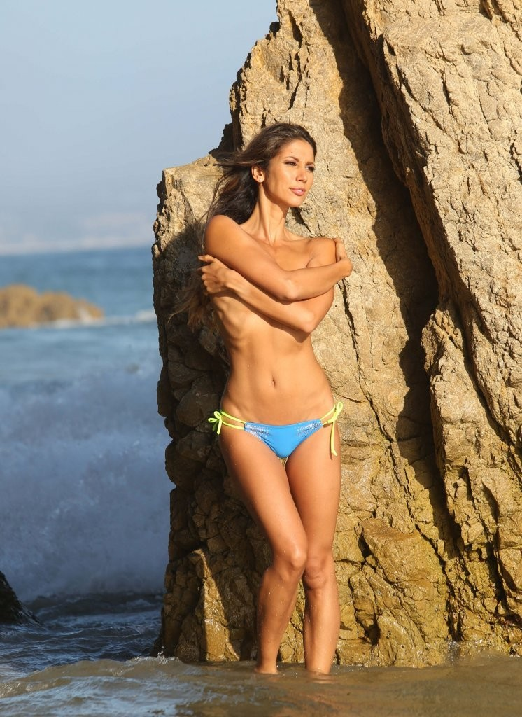 Leilani Dowding on a photoshoot in Malibu_082213_16.jpg - 195.81 KB